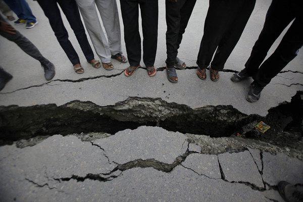 981661_1_0518-earthquake-crack_standard